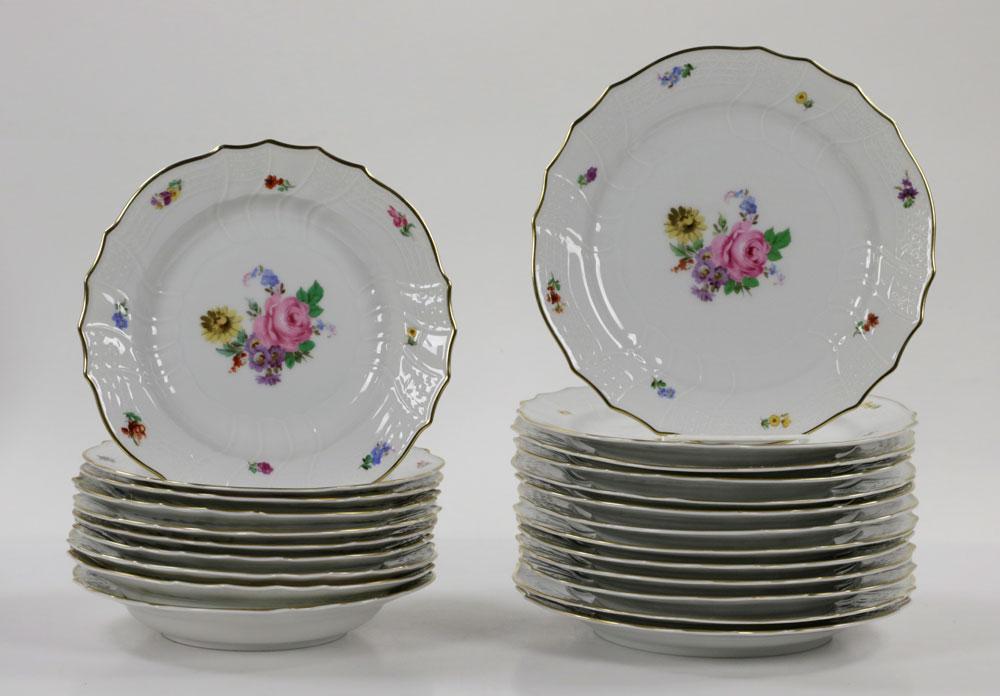 ... pcs Hutschenreuther Dresden Dinnerware ... & Lot Detail - (69) pcs Hutschenreuther