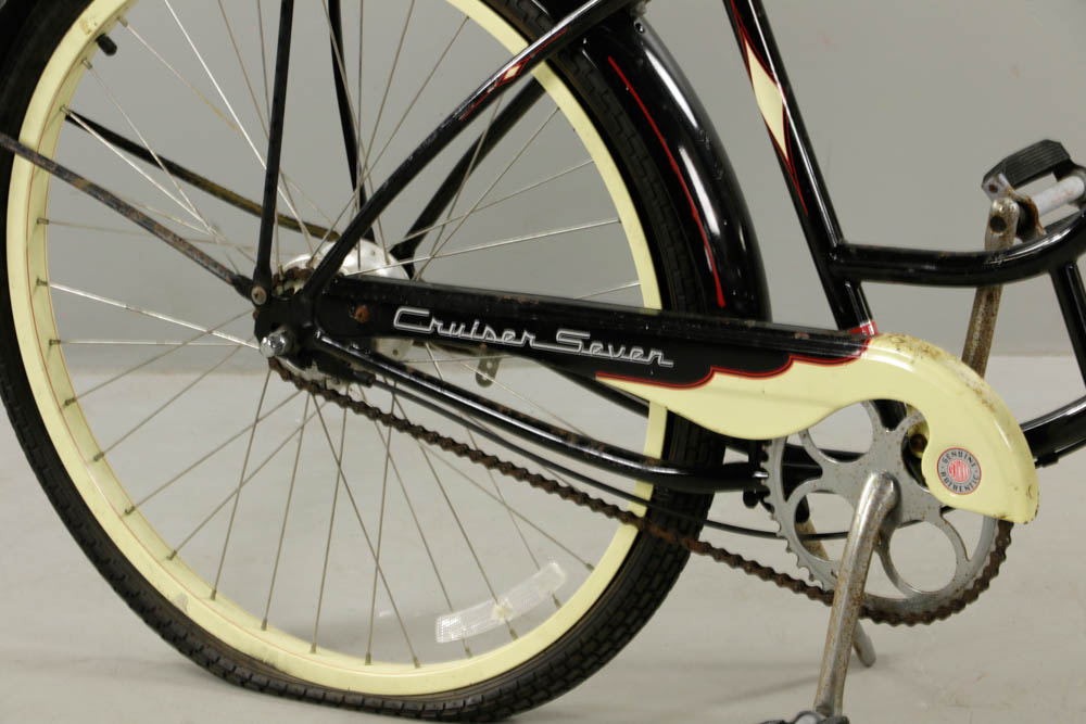Lot Detail - Vintage Schwinn Cruiser Bicycle