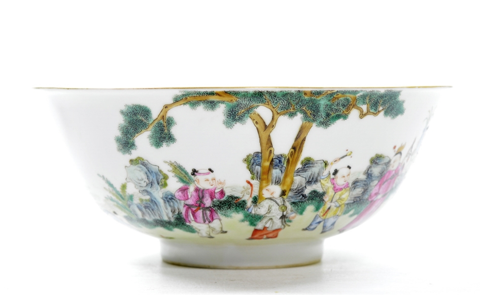 Large and Fine Chinese Famille Rose Bowl