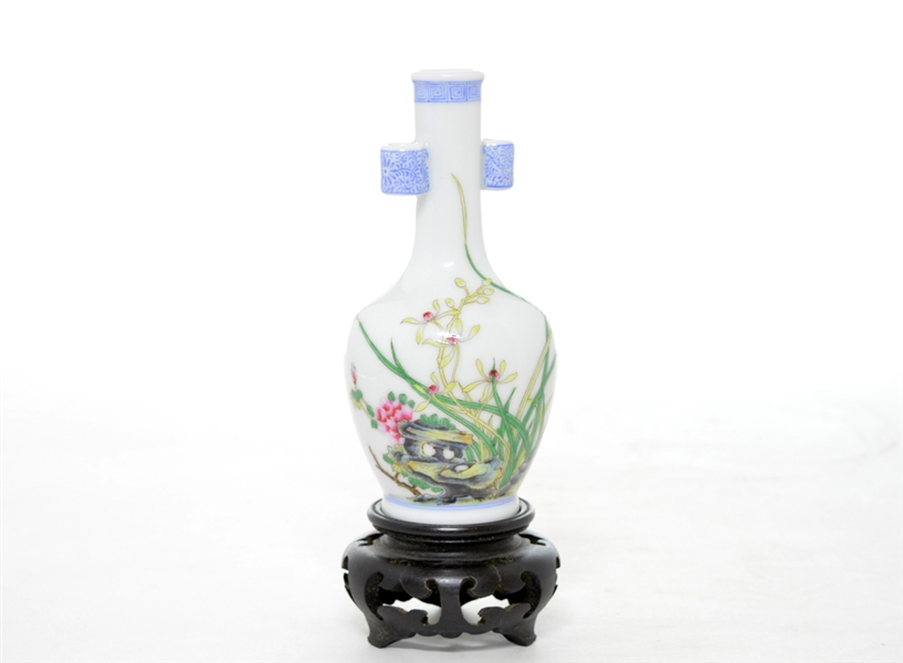 Rare and Fine Chinese Famille Rose Vase