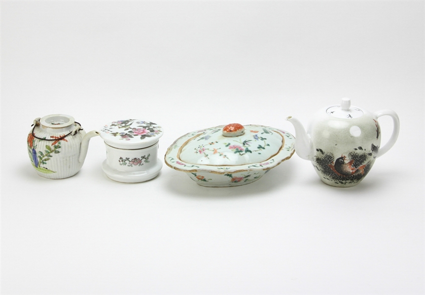 (4) Chinese Porcelain Items, Teapots, Box, Plate