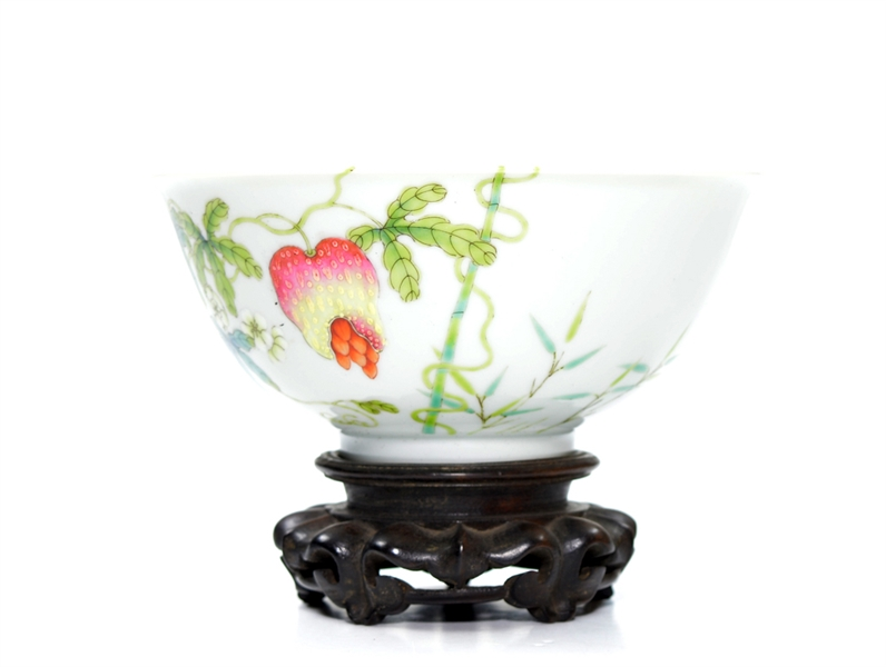 Fine Chinese Famille Rose Fruits Bowl