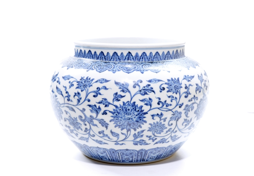 Fine Chinese Blue and White Porcelain Jar