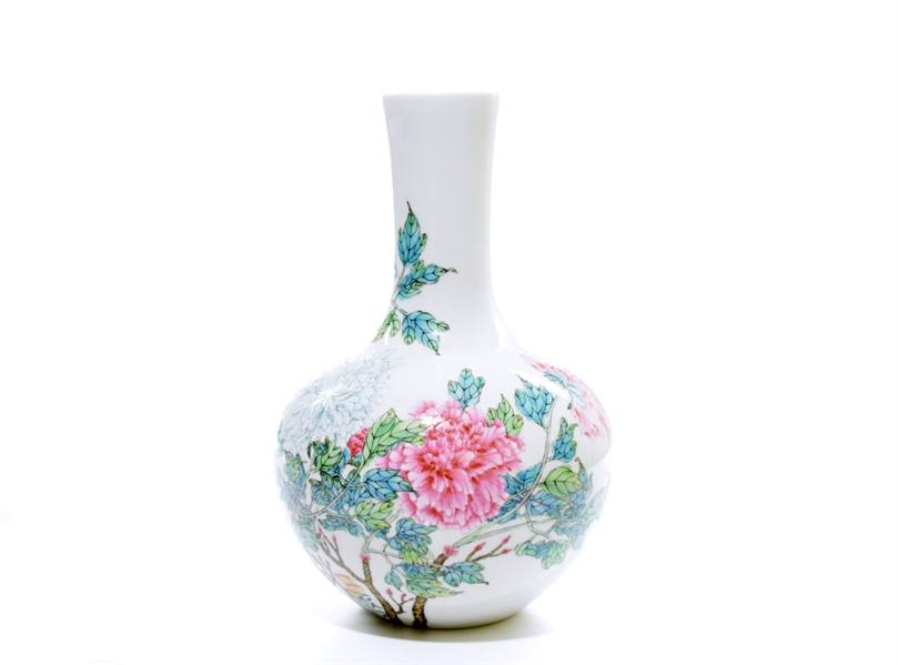 Fine Chinese Famille Rose Vase