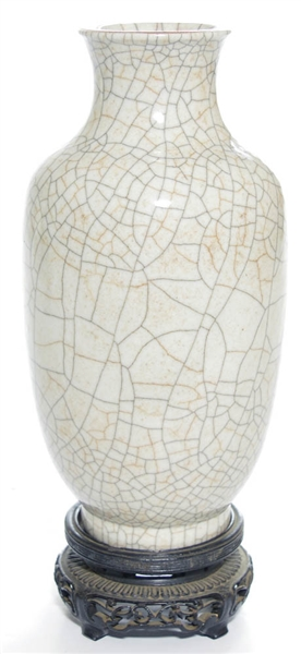 A Chinese Guan-Type Crackle Vase
