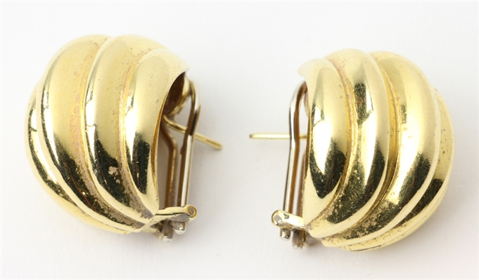Pair of Ladies 18k Gold Earrings