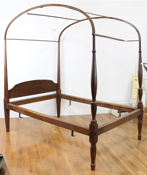 Early American Canopy Bed