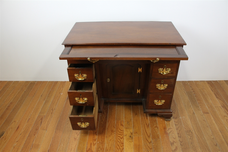 18thC Chippendale Kneehole Desk