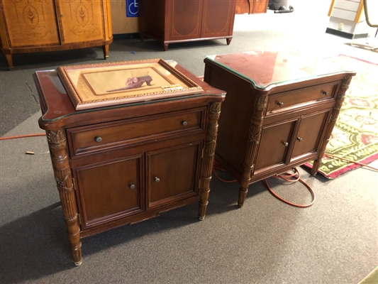 SIDE TABLES WITH GLASS TOPS lot/2