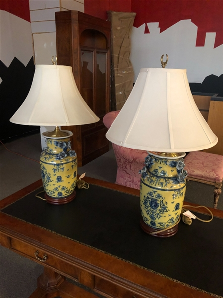 PAIR OF CHINESE YELLOW AND BLUE LAMPS
