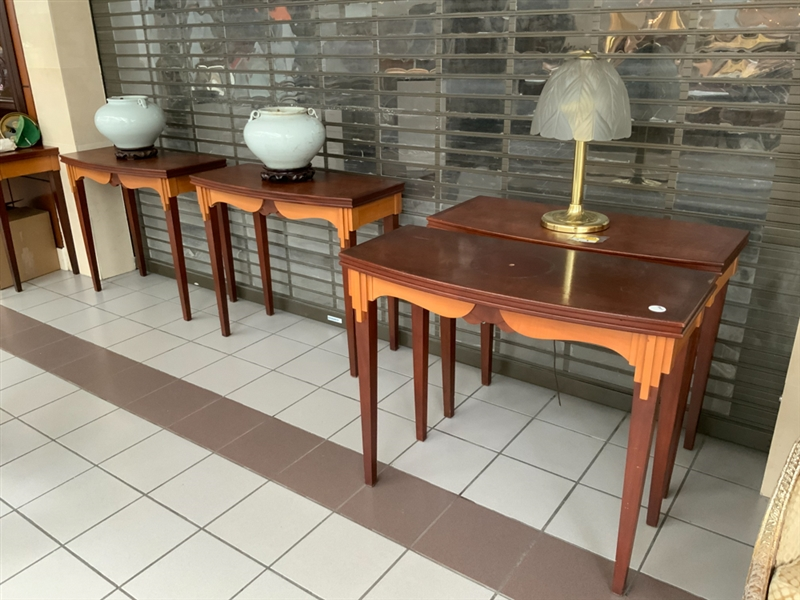 Lot of 4 hallway tables art deco style complete with lamps and vases