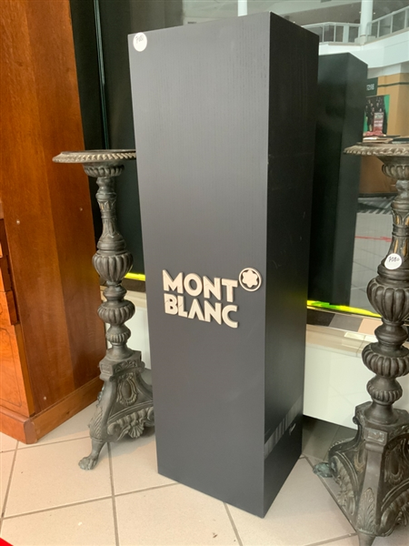 Black Mont Blanc stand